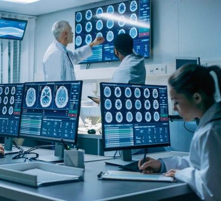 Ärzte in einem Röntgen Labor