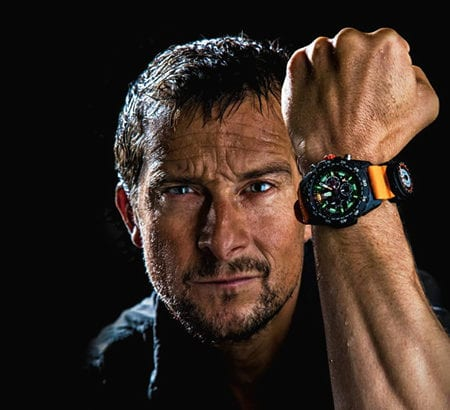 Überlebenskünstler Bear Grylls mit Luminox-Uhr