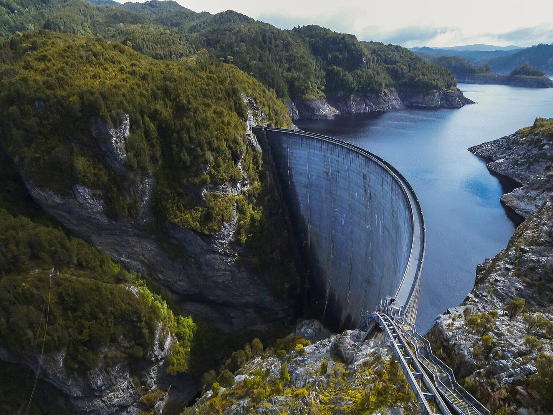 Ein Bild von einem Staudamm