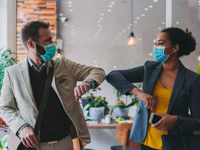 Arbeitsschutz und Masken im Büro während Corona