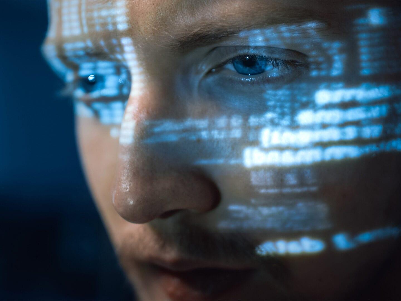 Daten spiegeln sich in Gesicht