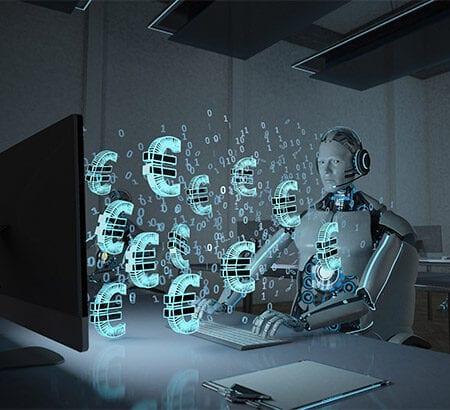 Roboter vor dem Bildschirm mit Eurozeichen