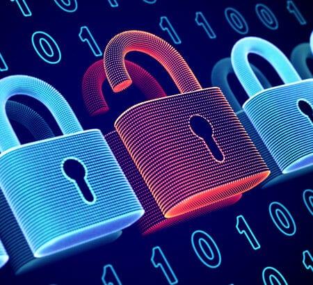 Drei Schlösser mit Binärcode im Hintergrund