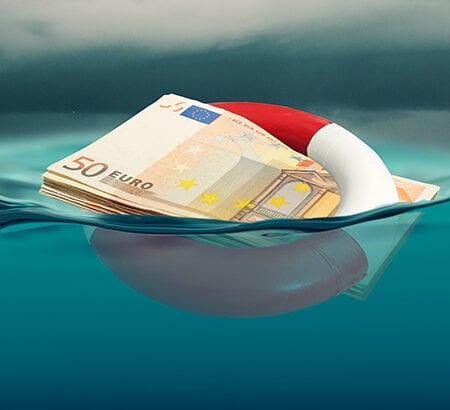 Ein Bündel Geld, dass als Rettungsreifen dargestellt wird. So können Unternehmer von Fördergeld profitieren