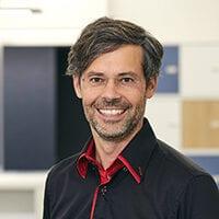 Portraitfoto von Dr. Hartung Wilstermann von Webasto, Herr mit dunklen Haaren und Brille