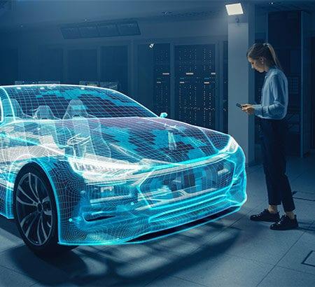 Frau steht mit Smartphone vor einem Automobil aus digitalen Elementen.