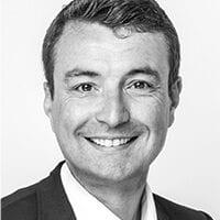 Portraitfoto von Marketing Officer Peter Göttelmann in schwarz-weiß.