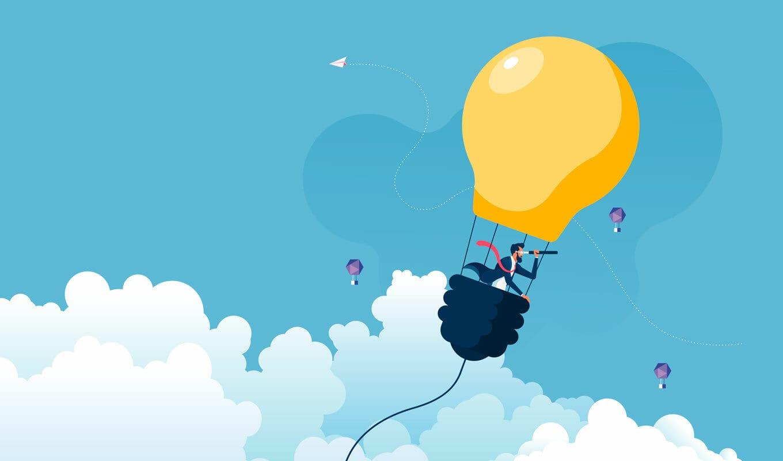 Ein fliegender Ballon in Form einer Glühlampe. Darin sitzt ein Mann mit einem Fernrohr und hält Ausschau. Comicartige Darstellung.