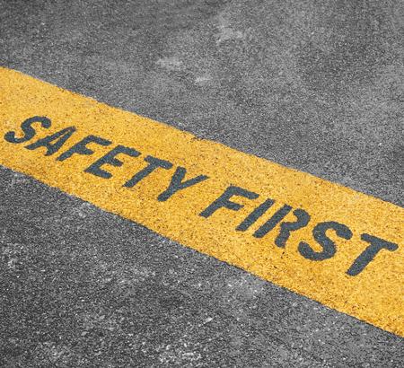 Warnhinweis: Safety First, Sicherheit geht vor.