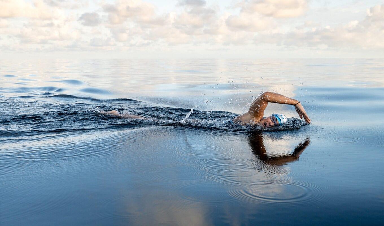 Nathalie Pohl durchschwimmt Menorca-Channel