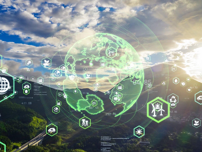 Eine digitale Weltkugel, die von Icons mit Nachhaltigkeit-Symbolen umgeben ist