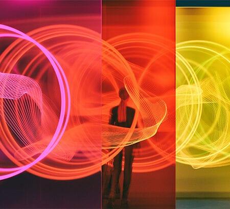 eine Lichtinstallation symbolisiert Veränderung