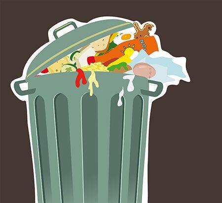 Ein Mülleimer quillt über.