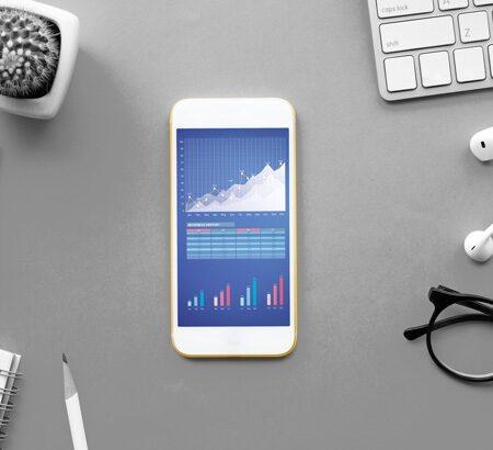 Aktienkurse auf einem Smartphone.